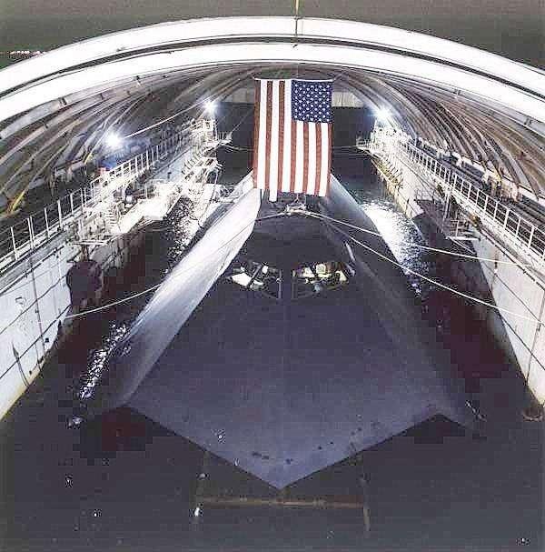 094652908 - La Marina de Estados Unidos vende el primer barco invisible por 73800 Euros